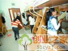 女大学生创业专为同学扫寝室 一次收费20元